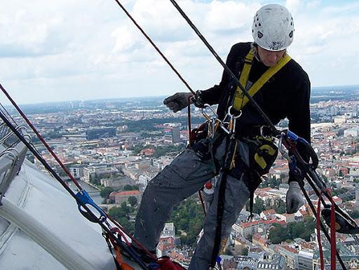 При работах на высотке сорвался альпинист. Кто будет отвечать? Комментарий юриста